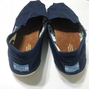 Tom's Women Size 10 Navy Blue Canvas Shoes NEW